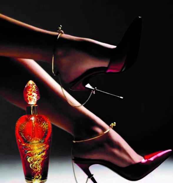eva with perfume intense N°1